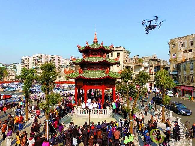 今日焦点             本报讯 (记者李扬)昨天上午,小公园中山纪念亭